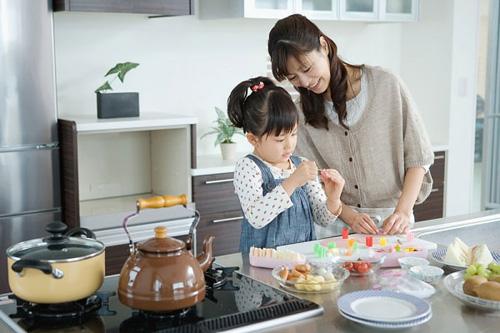 Dẫn con vào bếp, dạy con những điều hay